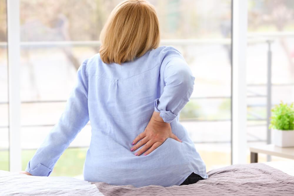 Dor nas costas na hora de dormir: veja o que você pode fazer